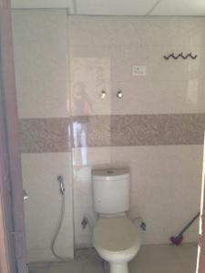 Bathroom Image of 995 Sq.ft 2 BHK Apartment for rent in Nirala Estate, Noida Extension for 6000