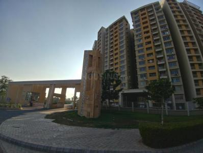 Gallery Cover Image of 2466 Sq.ft 3 BHK Apartment for rent in Adani The Meadows, Khodiyar for 27000