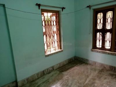 Gallery Cover Image of 650 Sq.ft 1 BHK Independent House for rent in Thakurpukur for 4500