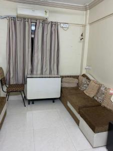 Gallery Cover Image of 602 Sq.ft 1 BHK Apartment for buy in Vile Parle East for 17000000
