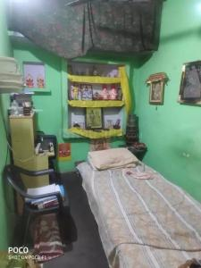 Gallery Cover Image of 250 Sq.ft 1 BHK Independent House for buy in Shahdara for 2300000