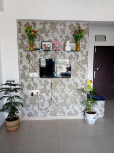Gallery Cover Image of 2000 Sq.ft 3 BHK Apartment for buy in Sarkhej- Okaf for 8300000