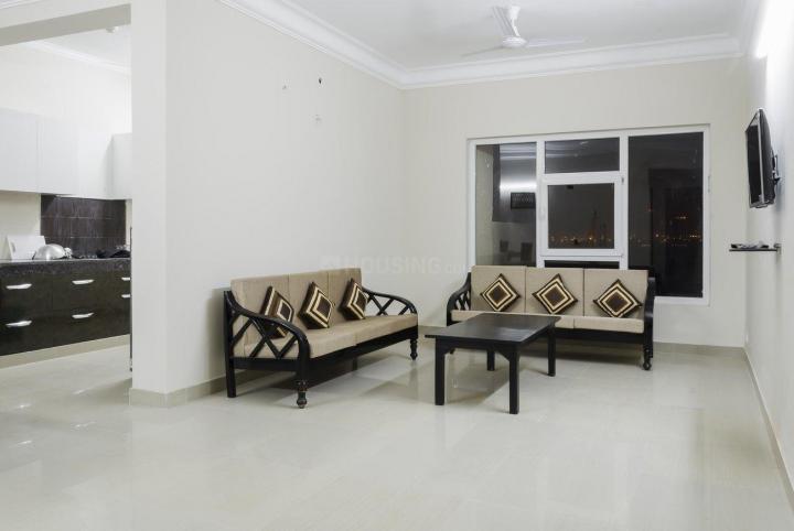सेक्टर 137 में पीजी 137 सेक्टर 137 के लिविंग रूम की तस्वीर