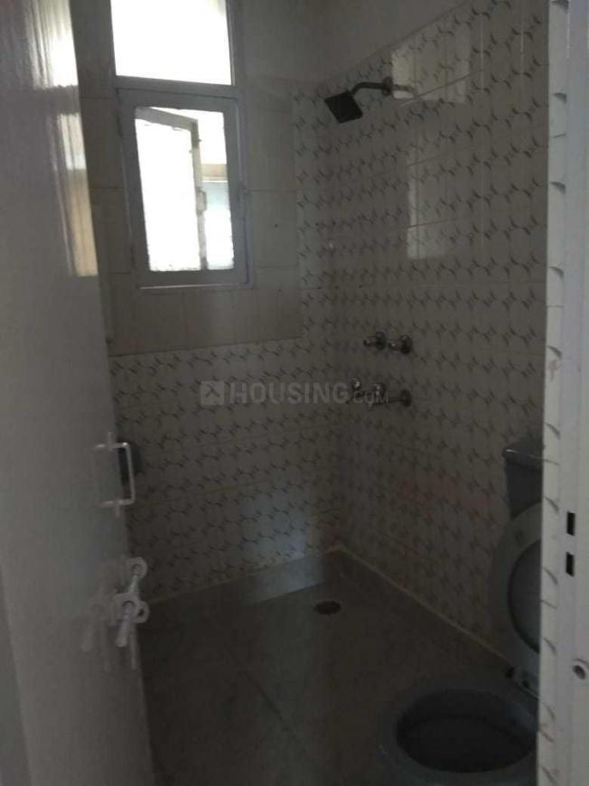 Common Bathroom Image of 1600 Sq.ft 3 BHK Apartment for rent in Sector 11 Dwarka for 29000