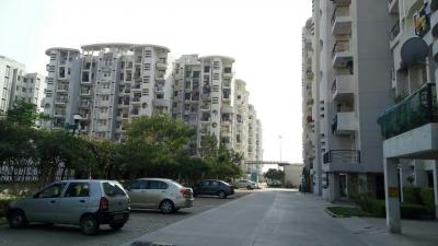 Gallery Cover Image of 1200 Sq.ft 2 BHK Apartment for buy in Omaxe Heights, Sector 86 for 4000000