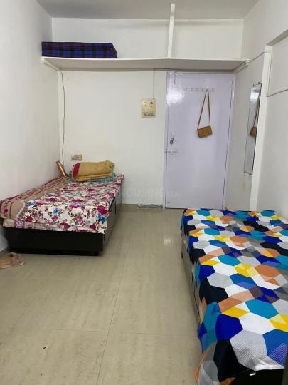 जोगेश्वरी वेस्ट में मेल रूममेट के बेडरूम की तस्वीर