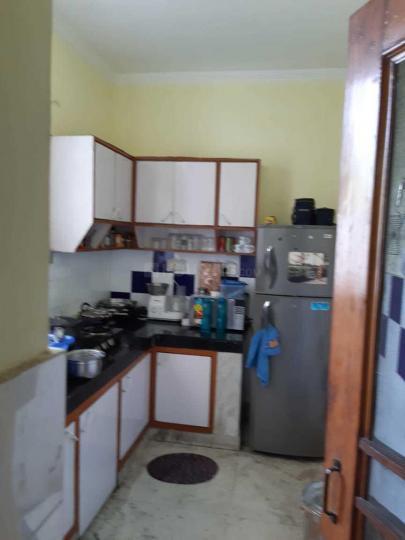 सरिता विहार में स्वीट होम पीजी में किचन की तस्वीर