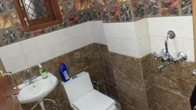 Bathroom Image of Narayani Boys PG in Laxmi Nagar
