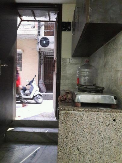 Kitchen Image of 380 Sq.ft 1 RK Apartment for rent in Lajpat Nagar for 16000