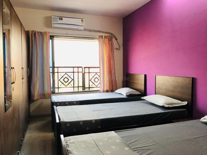 अंधेरी ईस्ट में पिनाकी स्टे के बेडरूम की तस्वीर