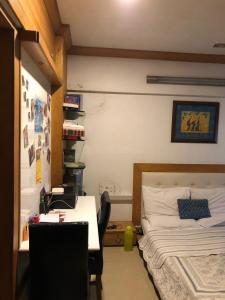 Gallery Cover Image of 1075 Sq.ft 2 BHK Apartment for buy in Wadala for 18500000