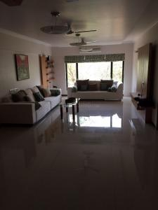 Gallery Cover Image of 2160 Sq.ft 3 BHK Apartment for rent in Juhu for 250000