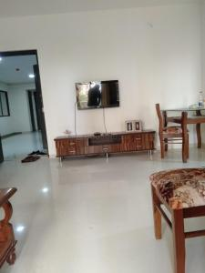 Gallery Cover Image of 750 Sq.ft 1 BHK Apartment for rent in Thane West for 20000