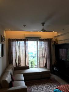 Gallery Cover Image of 1685 Sq.ft 3 BHK Apartment for rent in Ahinsa Khand for 27000