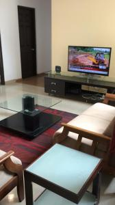Gallery Cover Image of 1950 Sq.ft 3 BHK Apartment for rent in Maraimalai Nagar for 32000