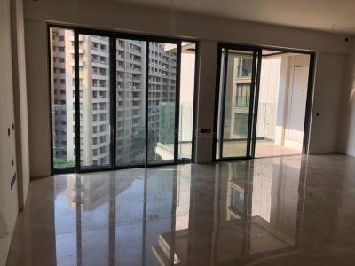 Gallery Cover Image of 2340 Sq.ft 4 BHK Apartment for rent in Rustomjee Seasons, Bandra East for 300000