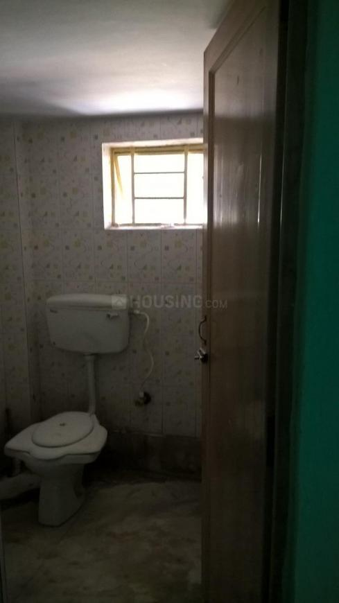 Common Bathroom Image of 600 Sq.ft 1 BHK Apartment for rent in Baghajatin for 6000