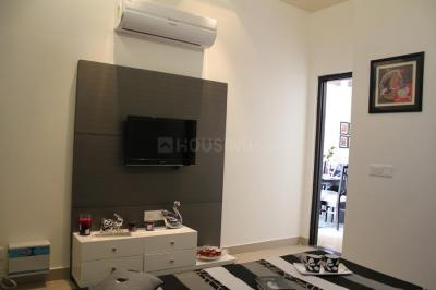 Gallery Cover Image of 850 Sq.ft 3 BHK Apartment for rent in Kandivali East for 35000