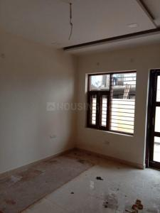 Gallery Cover Image of 2646 Sq.ft 3 BHK Independent Floor for buy in Sector 75 for 7600000