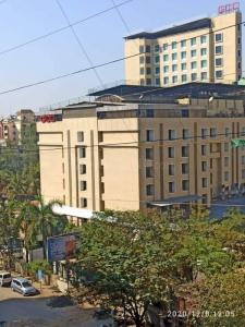 Gallery Cover Image of 752 Sq.ft 2 BHK Apartment for rent in Raj Lifestyle, Mira Road East for 20000