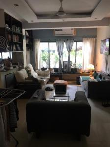 Gallery Cover Image of 950 Sq.ft 2 BHK Apartment for buy in Bandra West for 35000000