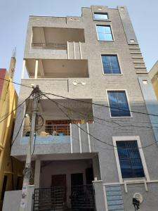 Gallery Cover Image of 3000 Sq.ft 2 BHK Independent Floor for buy in Whisper Valley for 20000000