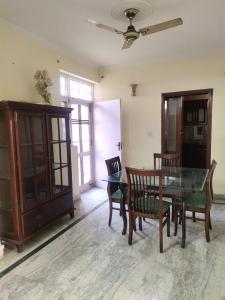 Gallery Cover Image of 1850 Sq.ft 3 BHK Apartment for rent in Jalvayu Towers, Sector 56 for 30000