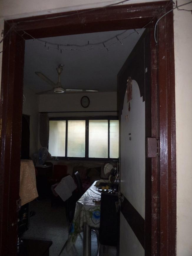 Main Entrance Image of 450 Sq.ft 1 BHK Apartment for buy in Malad West for 6500000