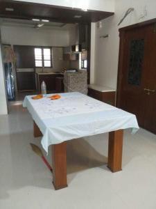 Gallery Cover Image of 4950 Sq.ft 3 BHK Villa for buy in Adalaj for 29800001