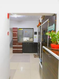 Gallery Cover Image of 1150 Sq.ft 2 BHK Apartment for rent in Greenwood Apartment, Andheri East for 65000