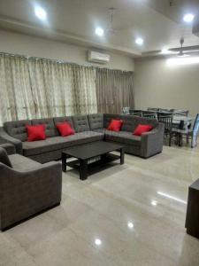 Gallery Cover Image of 2000 Sq.ft 3 BHK Apartment for rent in Bandra West for 273000