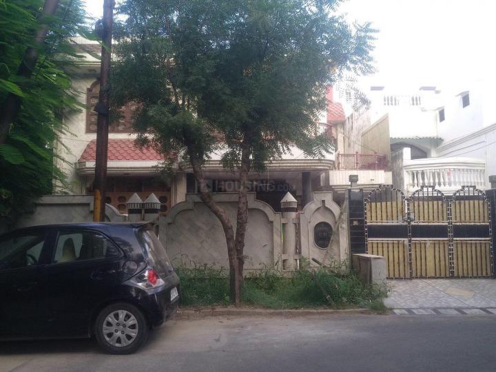 सेक्टर 55 में गर्ल्स पीजी के बिल्डिंग की तस्वीर
