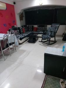 Gallery Cover Image of 1136 Sq.ft 2 BHK Apartment for rent in Vile Parle West for 75000