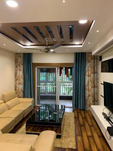 Gallery Cover Image of 2350 Sq.ft 3 BHK Apartment for buy in Vasavi Shanthinikethan, Kondapur for 19500000