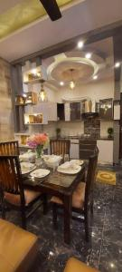 Gallery Cover Image of 900 Sq.ft 3 BHK Independent Floor for buy in Dwarka Mor for 4400000
