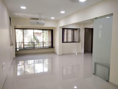 Gallery Cover Image of 900 Sq.ft 2 BHK Apartment for rent in Khar West for 85000