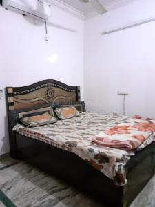 Gallery Cover Image of 900 Sq.ft 2 BHK Independent Floor for rent in RWA Sant Nagar, Sant Nagar for 15000