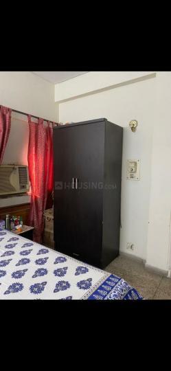 सेक्टर 51 में संतोष पीजी के बेडरूम की तस्वीर
