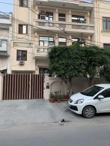 Gallery Cover Image of 1600 Sq.ft 2 BHK Independent Floor for rent in Sector 61 for 45000