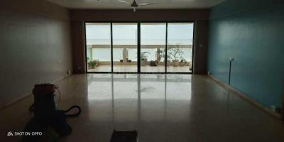Gallery Cover Image of 2500 Sq.ft 4 BHK Apartment for rent in Quantum Park, Khar West for 600000