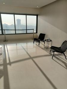 Gallery Cover Image of 2200 Sq.ft 3 BHK Apartment for buy in Platinum Park Reach, Bandra West for 85000000