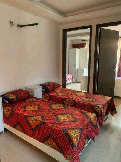 रमेश नगर में गर्ल्स पीजी के बेडरूम की तस्वीर