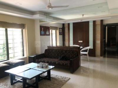 Gallery Cover Image of 665 Sq.ft 2 BHK Apartment for buy in Dadar East for 26800000