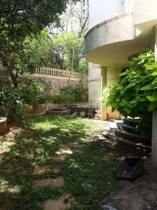 Gallery Cover Image of 2000 Sq.ft 3 BHK Independent House for rent in Malad West for 150000