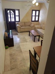 Gallery Cover Image of 1350 Sq.ft 3 BHK Independent House for buy in Popular Someshwara Park, Thaltej for 13500000