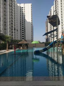 Gallery Cover Image of 1182 Sq.ft 3 BHK Apartment for buy in Omaxe R2, Arjunganj for 6000000