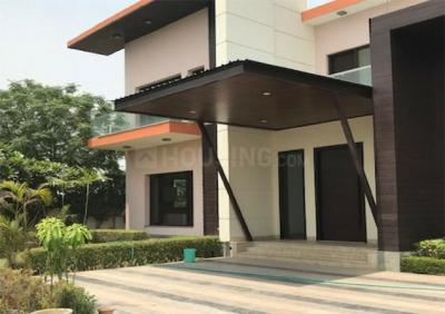 Gallery Cover Image of 900 Sq.ft 6 BHK Independent House for buy in Sector 105 for 10000000