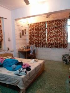 Gallery Cover Image of 250 Sq.ft 1 RK Apartment for rent in Khar friend's, Khar West for 25000