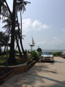 Gallery Cover Image of 1044 Sq.ft 2 BHK Apartment for buy in Juhu for 60000000
