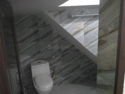 Bathroom Image of PG On Sharing Basis For Male Near Kolshet Road Ynh in Thane West